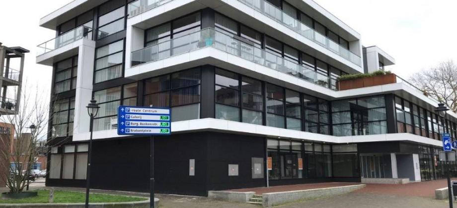 Uden Pastoor Spieringsstraat 11,  425 m2 winkelruimte (voormalige ING bank)